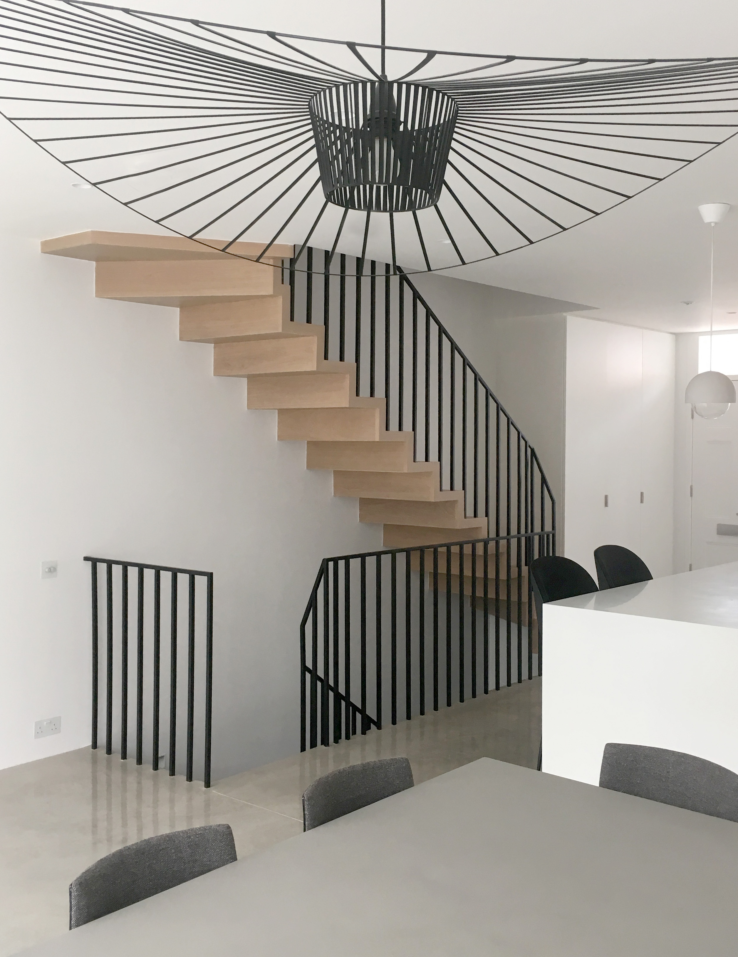 SIMPLE SQUARE BAR BALUSTRADE AND HANDRAIL